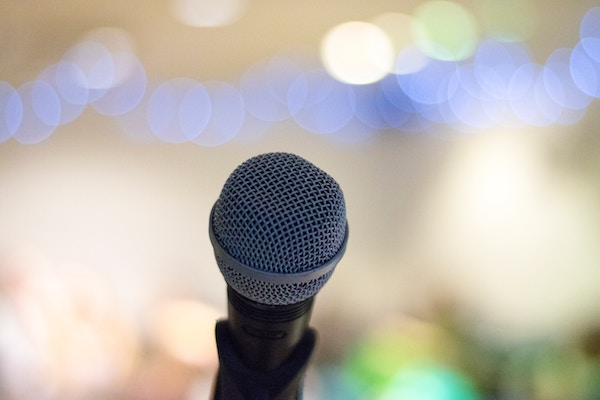 photo of a microphone on a microphone stand